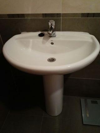 Dos lavabos nuevos.
