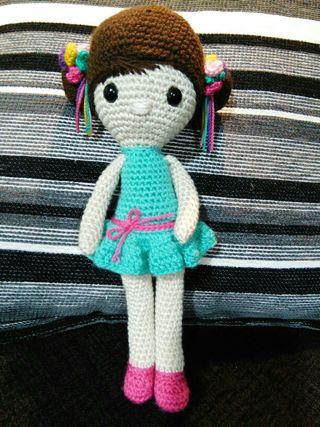 Muñeca artesana en ganchillo