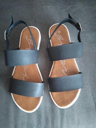sandalias negras num 37 muy comodas y modernas