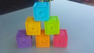 Cubos de goma decorados apilables