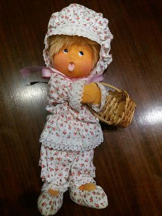 muñeca antigua de fieltro