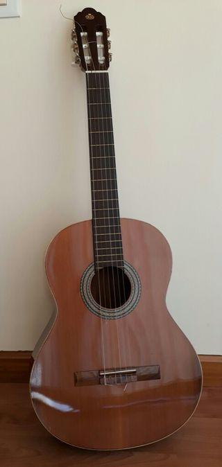 Guitarra de segunda mano en valencia en wallapop for Ventanales segunda mano valencia