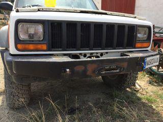 Paragolpes de hierro para jeep