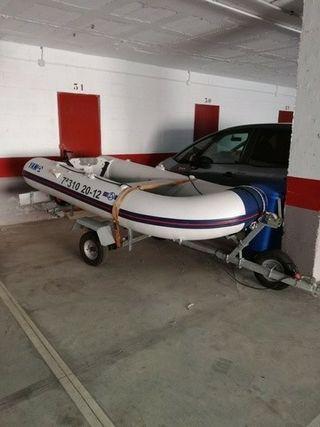 Zodiac Barca Yamaha 310s con motor y remolque.