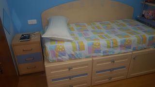 cama, colchón y mesilla