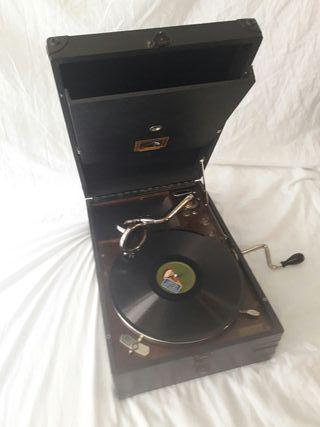 Gramola con 62 discos y agujas
