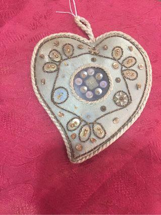 Amuleto en forma de corazón. Relicario.