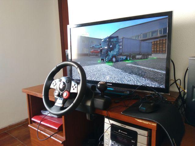 Volante Y Pedal Logitech Driving Force Gt