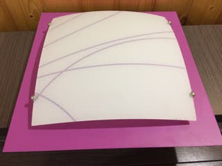 Plafón lila y blanco