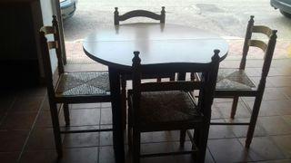 Mesa redonda extensible y 4 sillas