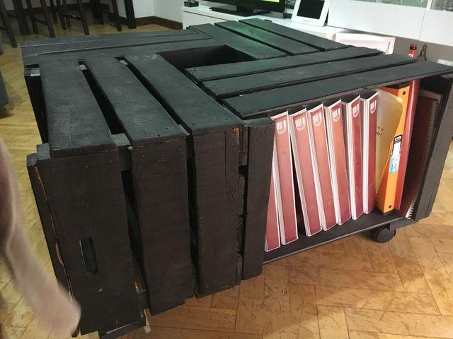 Mesa De Cajas De Frutas Con Ruedas Color Negro De Segunda Mano Por