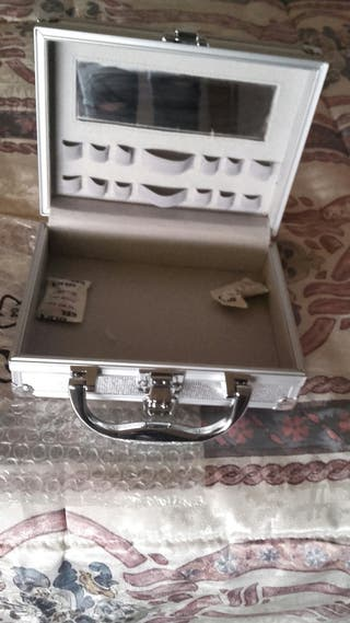 Cajita maletín para guardar maquillaje,etc...