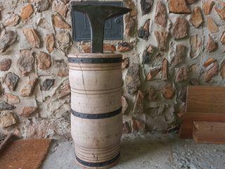 yunque antiguo con pie