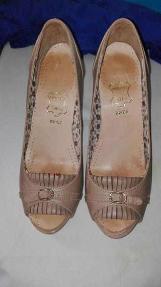 zapatos talla 39 de piel color beig