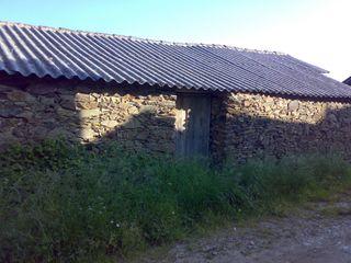 Casa de piedra con terreno en Villayuste, León