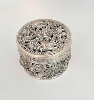 Caja china de plata