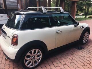 Mini Cooper con techo solar en perfecto estado