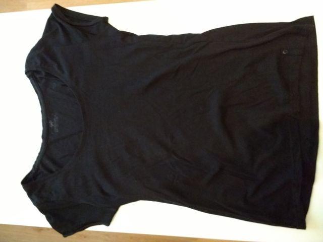 52fcb1974d040 Camiseta básica negra de chica de segunda mano por 2 € en Pamplona ...