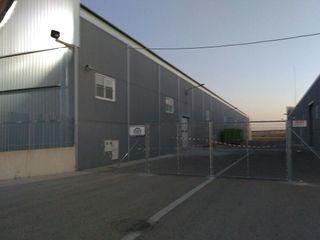 Alquilo plaza garaje caravana y autocaravana barco