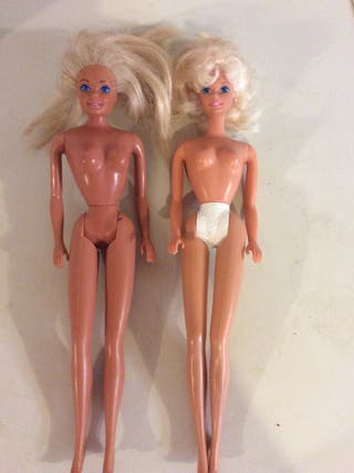 2 Barbies Con Vestidos Incluidos