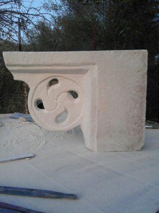 Mensula de piedra