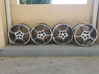 Llantas Momo Turner con los neumáticos.