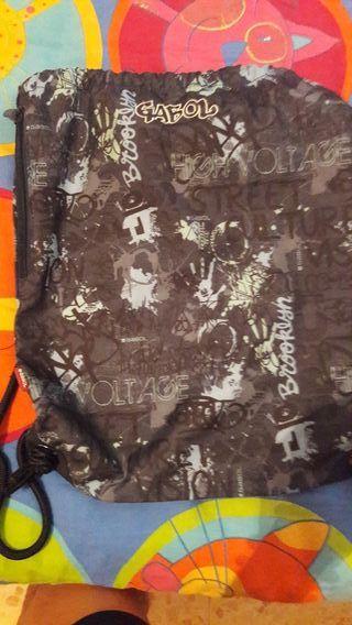 mochila de cuerdas marca gabol