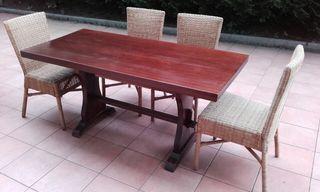 Mesa artesanal de madera maciza