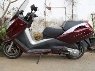 Peugeot satelis 125cc roja