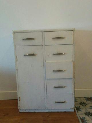Mueble vintage en Lavapiés