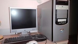 Pantalla ordenador y teclado