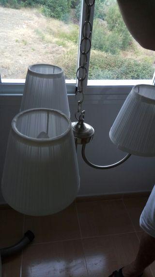 Lámpara planteada y blanca