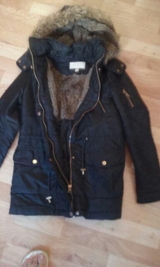 Abrigo Azul Marino con pelo en interior y capucha no desmontable