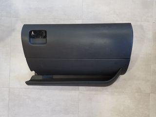 Guantera Negra Seat Leon 1m Mk1