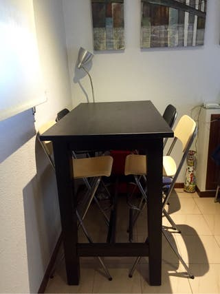Mesa alta + 4 sillas
