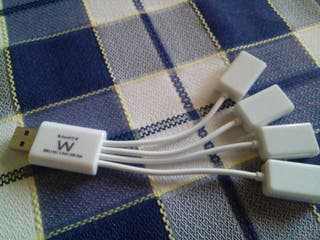4 puertos USB