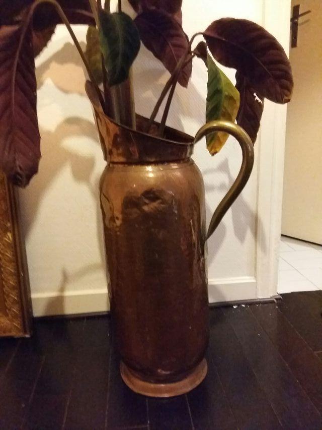 pichet / vase en cuivre