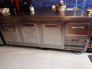 camera frigoríficos sobre banc