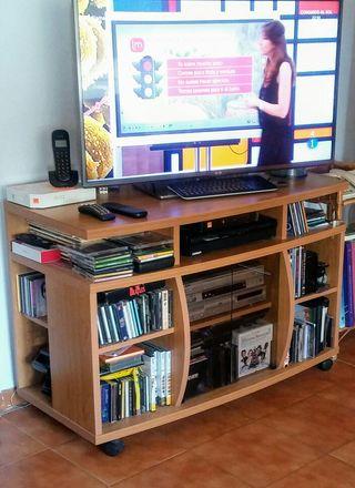 mesa tv. color madera haya.110x72x50