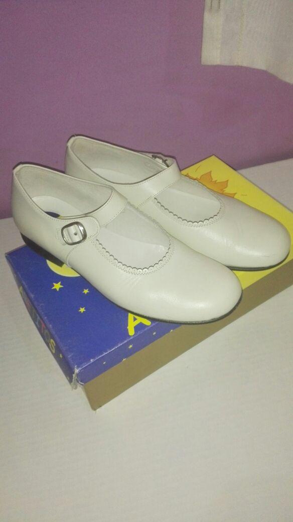 b6b3377a5266 Zapatos niña infantiles para comunión de segunda mano por 20 € en ...