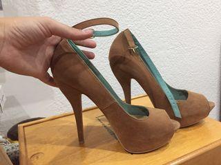Zapatos de tacón marrón