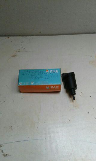 2 interruptores freno y stop de Ibiza 2004 semi.