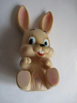 Muñeco Famosa conejito conejo goma