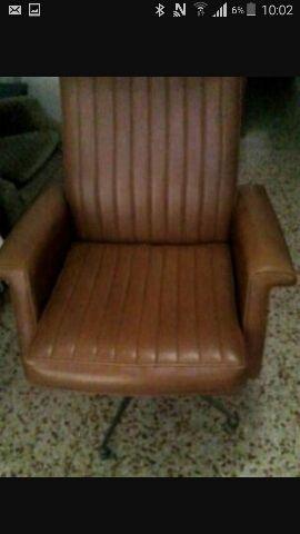 Vendo sillon antiguo firmado