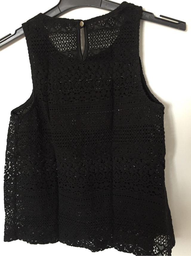 7ef5011b6b2d Camiseta encaje negra de segunda mano por 5 € en Madrid en WALLAPOP