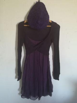 Vestido morado con boina