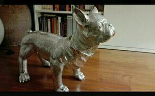 Perro en fibra de vidrio