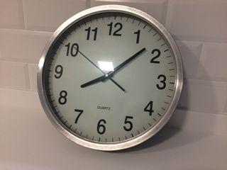 Reloj pared cromado brillo