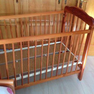 Cuna de madera para bebes
