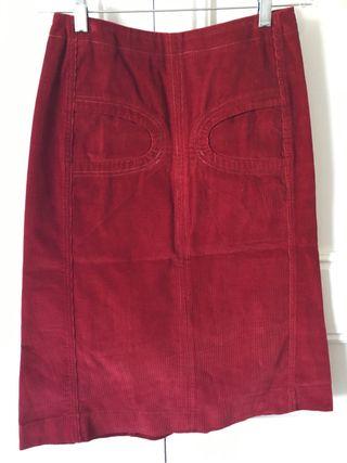 Falda de Pana Roja